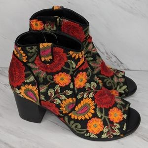 Crown Vintage Frankie Peep Toe Embroidery Size 7.5